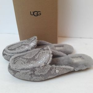 New UGG Silver Leather Loafers Size 6